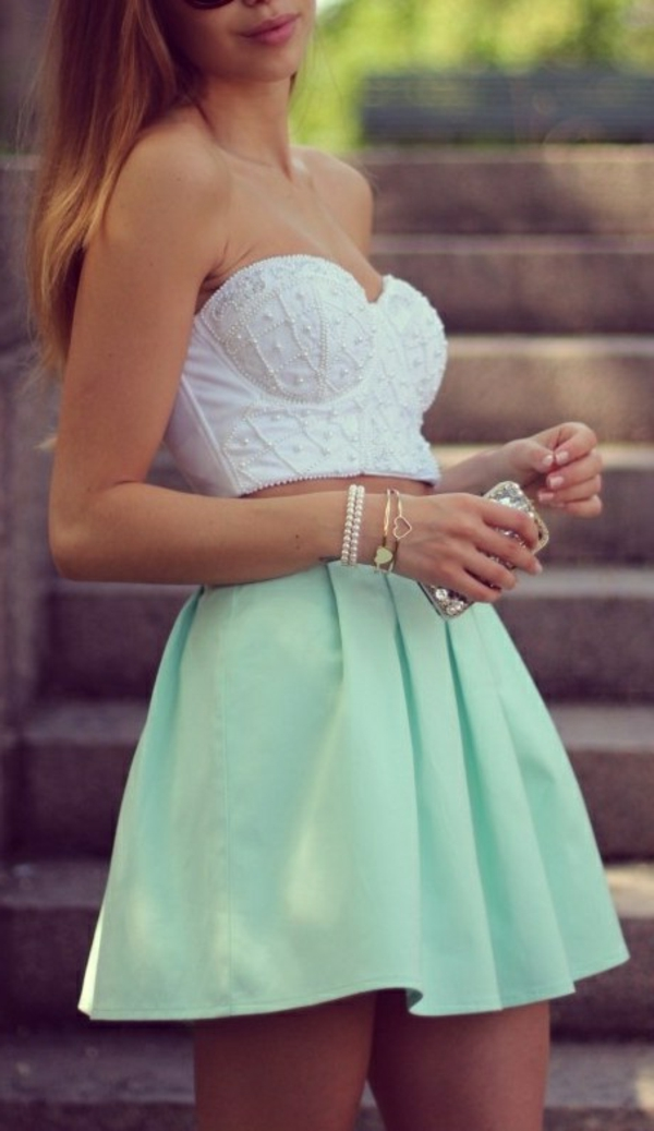 tenue-du-jour-robe-quotidienne-bustier-blanc-joupe-verte-claire