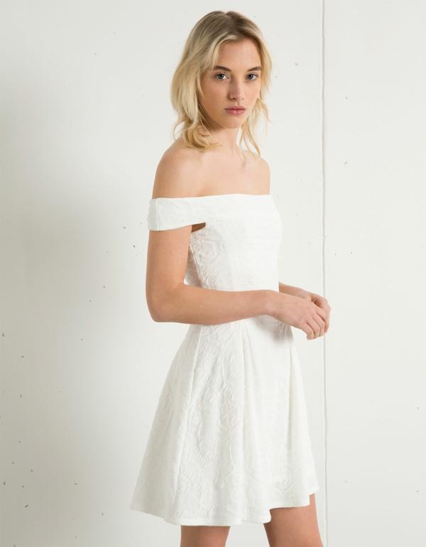 tenue-du-jour-robe-quotidienne-robe-blanche-épaules-nues