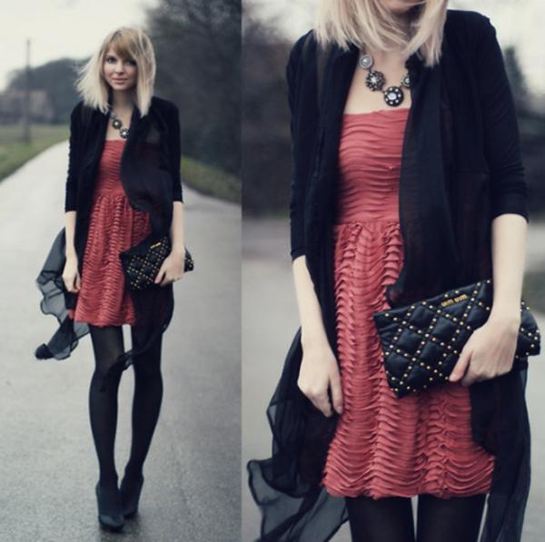 tenue-du-jour-robe-quotidienne-rouge-et-noir-stylé