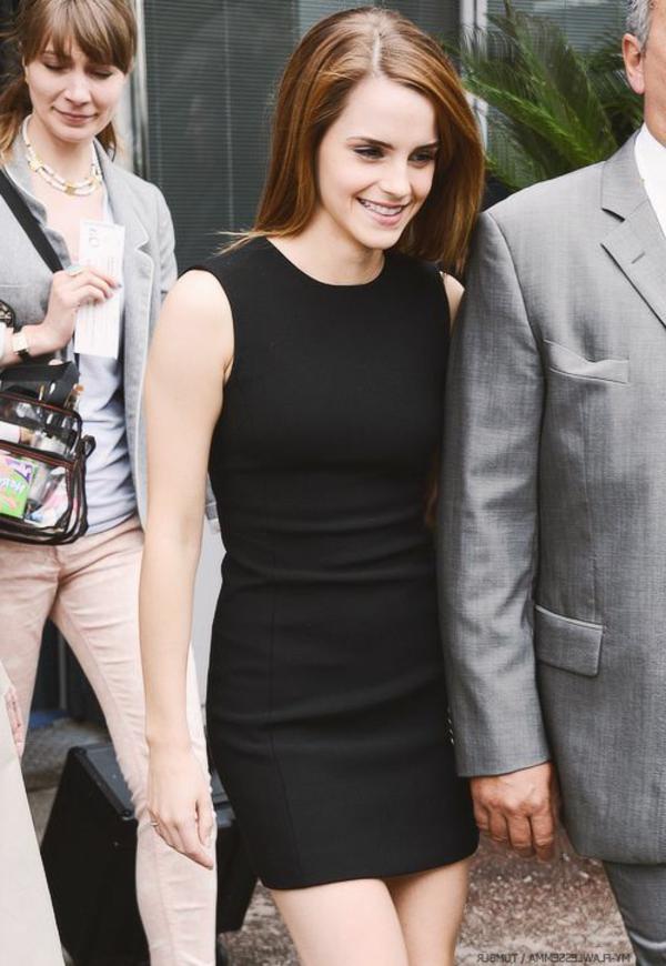 tenue-emma-watson-la-petite-robe-noire-guerlain