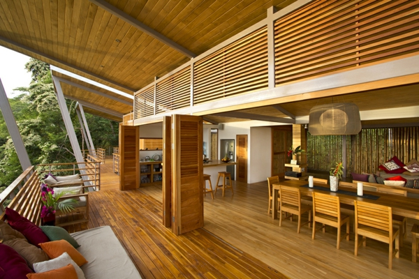 terrasse en bois ou composite, grande terrasse en bois magnifique