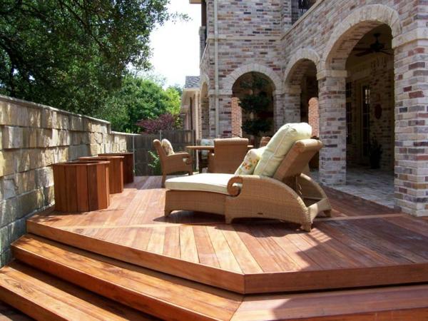 terrasse en bois ou composite, habillage en bois du sol