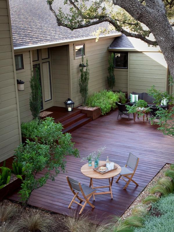 terrasse en bois ou composite, maison sympathique avec terrasse en