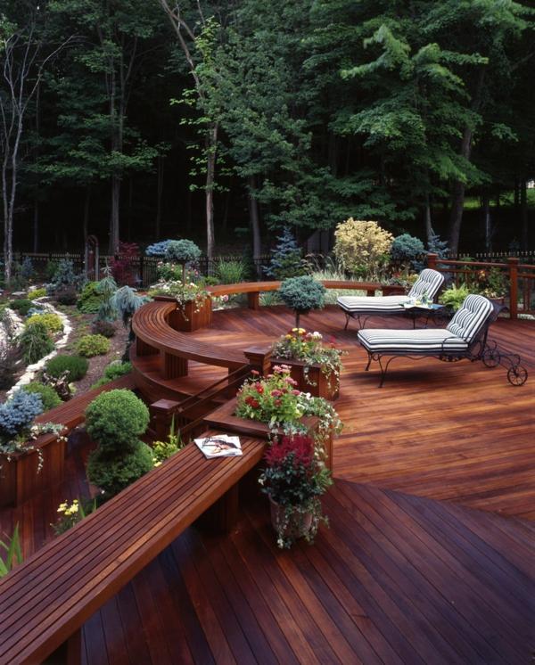terrasse en bois ou composite, terrasse moderne tout près de la