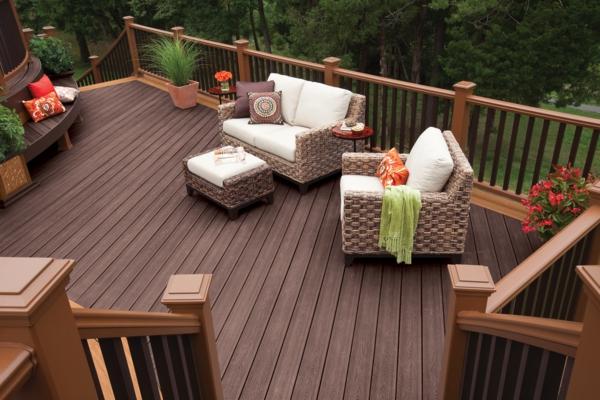 terrasse en bois ou composite, une terrasse magnifique en bois foncé