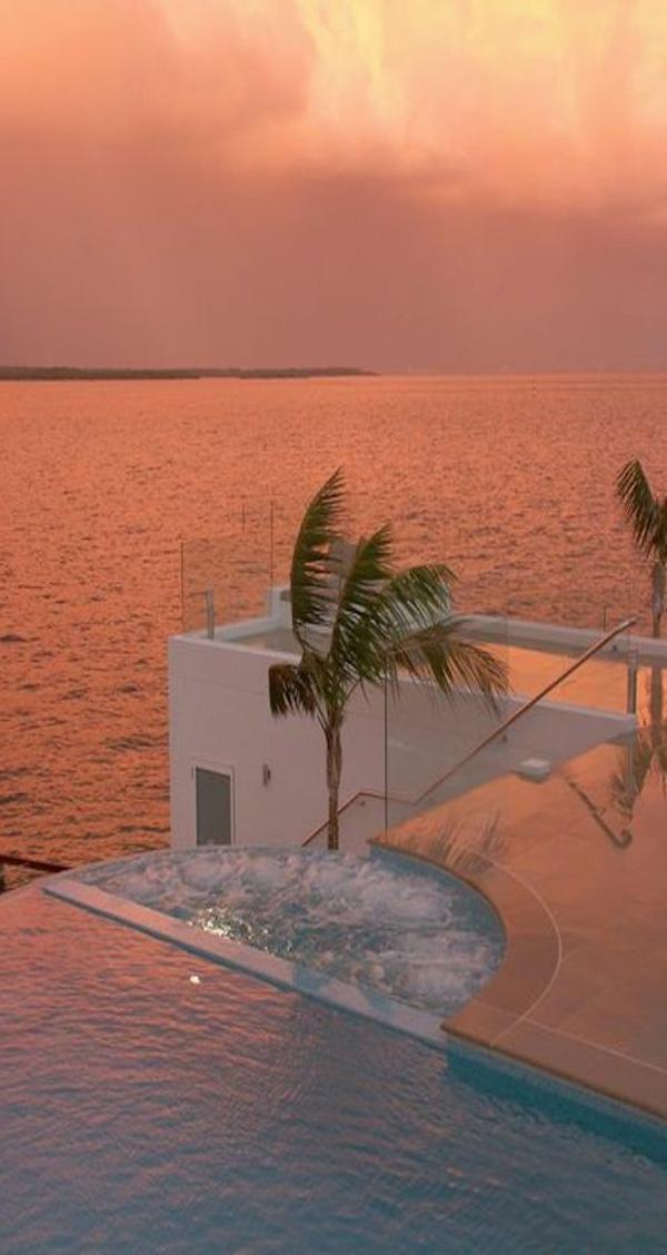 une-belle-vue-grecque-piscine