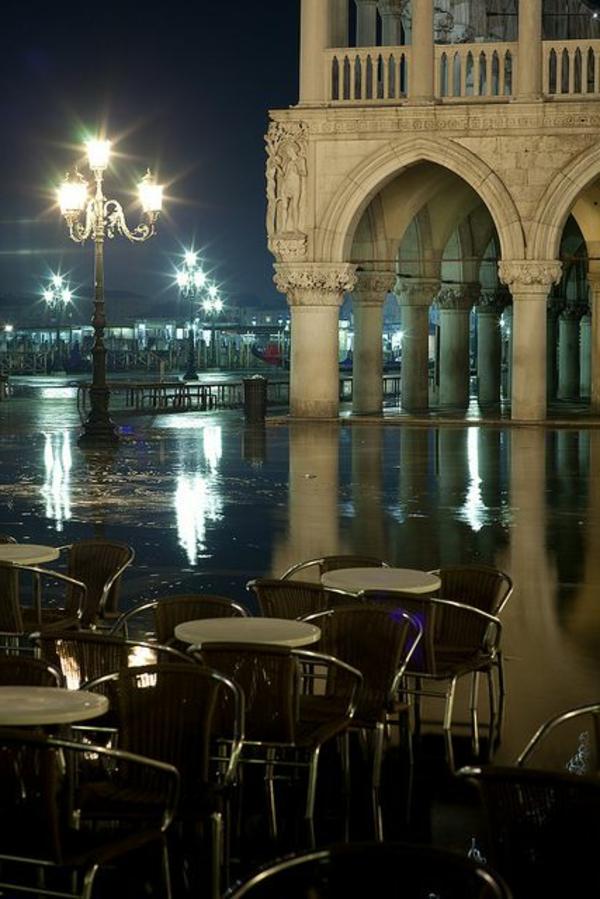 une-place-à-la-soirée-Les-vues-de-Venise-jolies-belles-monuments