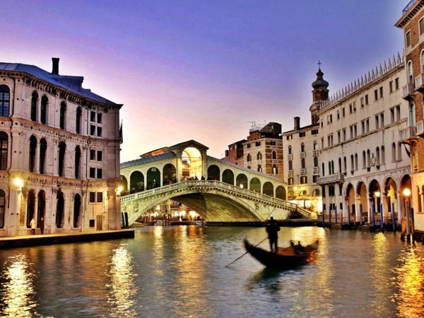 une-soirée-à-la-jolie-ville-de-Venise-que-voir-le-pont-célébre-resized