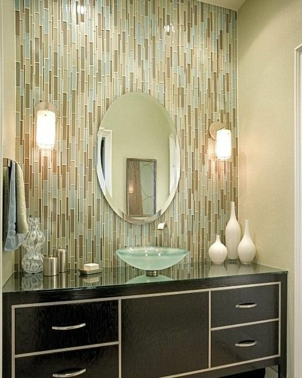 vasque-en-verre-ovale-carrelage-mosaique-de-salle-de-bains