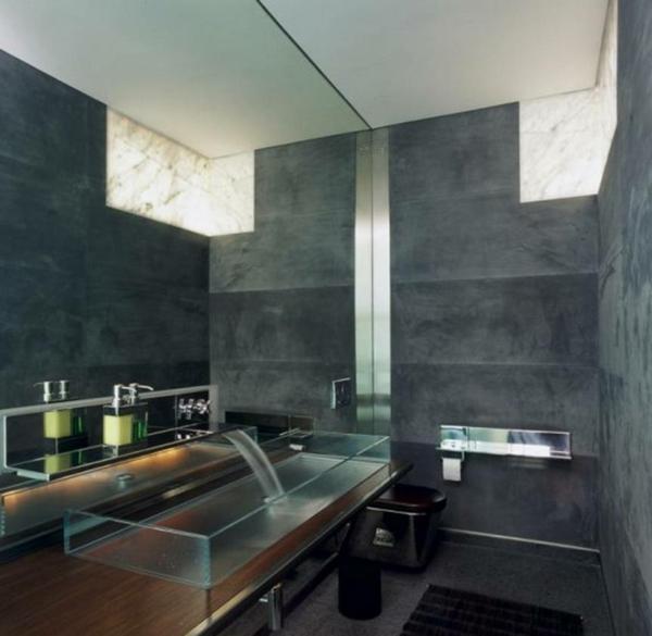 vasque-en-verre-rectangulaire-dans-une-salle-de-bains-contemporaine