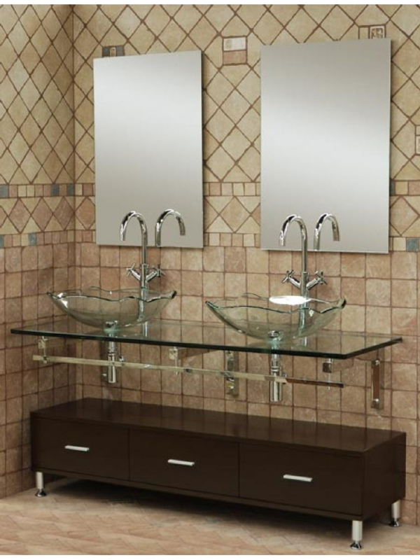 vasque-en-verre-un-double-vasque-en-verre-carrelage-beige-dans-la-salle-de-bains