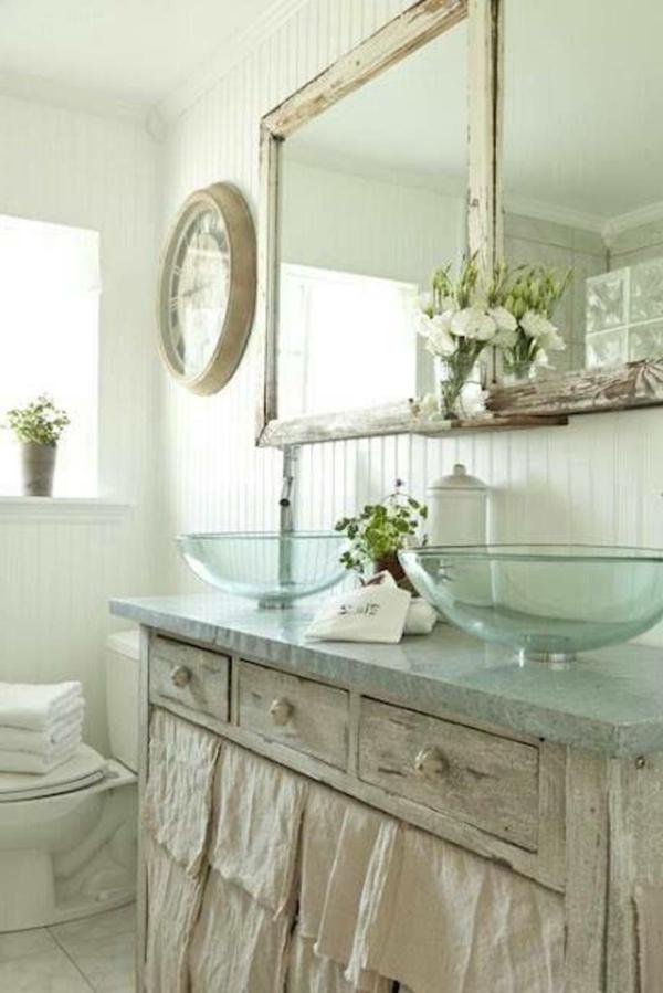 vasque-en-verre-un-double-vasque-en-verre-dans-une-salle-de-bains-vintage