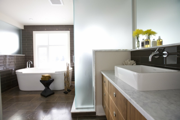 Idee salle de bain rectangulaire for Modele tapisserie chambre