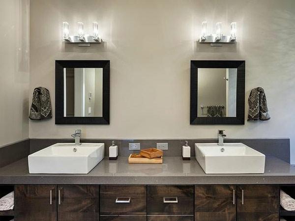 vasque-rectangulaire-deux-lavabos-rectangulaires-un-éclairage-harmant