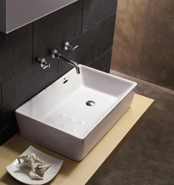 vasque-rectangulaire-en-céramique-un-mur-noir-ambiance-contemporaine
