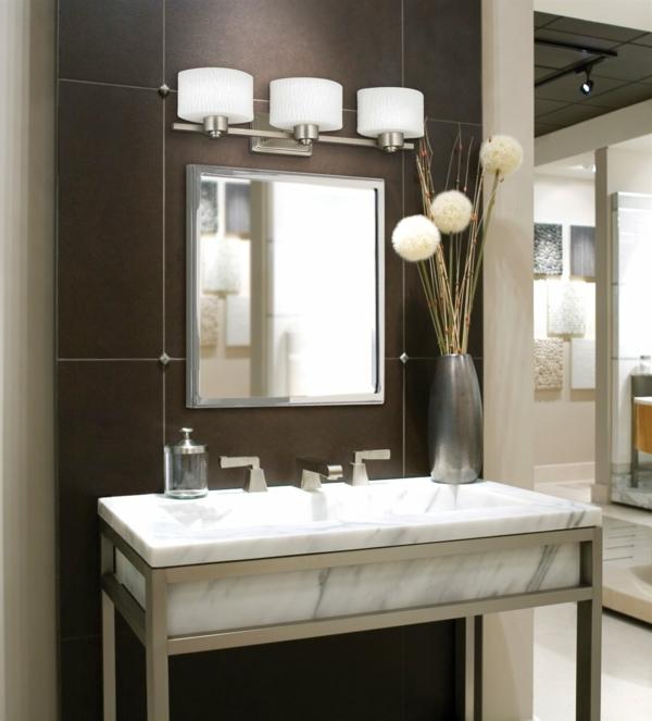 vasque-rectangulaire-en-marbre-miroir-à-l'encadrement-d'acier