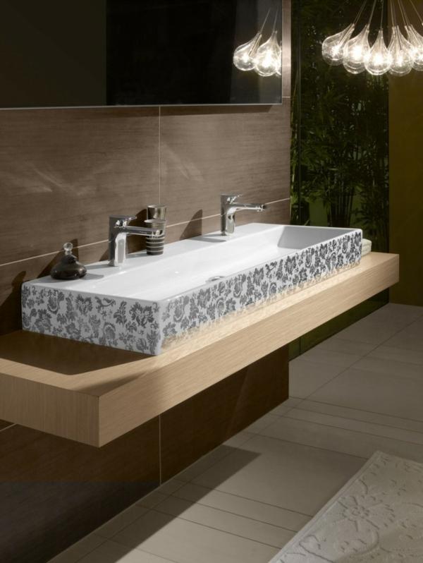 vasque-rectangulaire-en-porcelaine-un-comptoir-en-bois