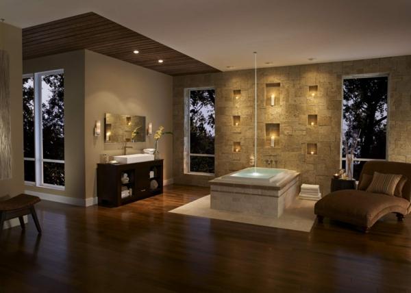 vasque-rectangulaire-salle-de-bains-exceptionnelle-déco-murale-unique-une-chaise-longue-et-baignoire-centrale