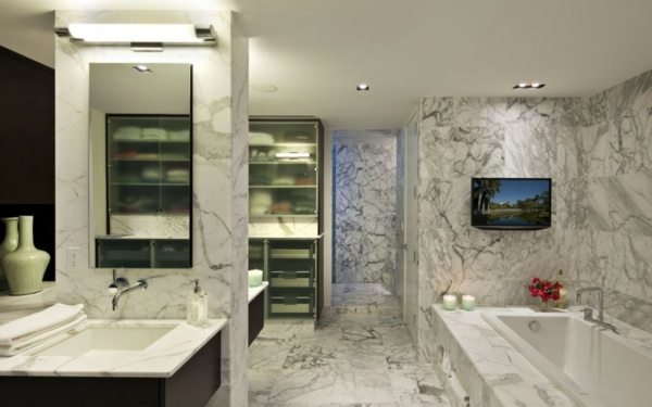 vasque-rectangulaire-salle-de-bains-marbrée-baignoire-encastrable