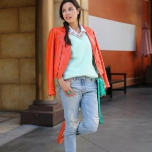 La veste corail pour une tenue fraîche et une humeur optimistique