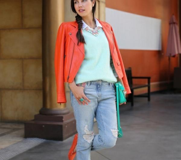 veste-corail-chaussures-plates-et-accents-verts