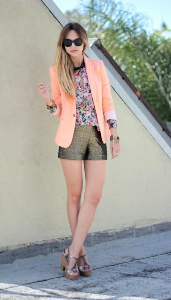 veste-corail-claire-et-pantalon-mini