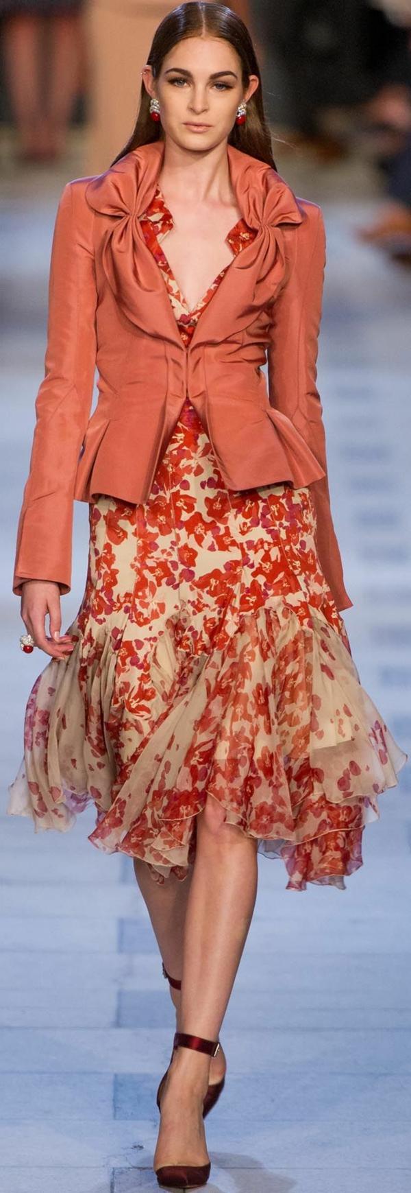 veste-corail-coquette-et-robe-florale-féérique