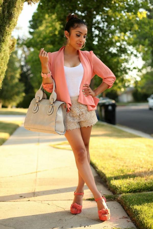 veste-corail-et-pantalon-mini-dentelle