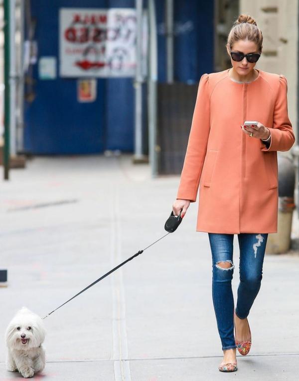 veste-corail-longue-et-jeans-détruites
