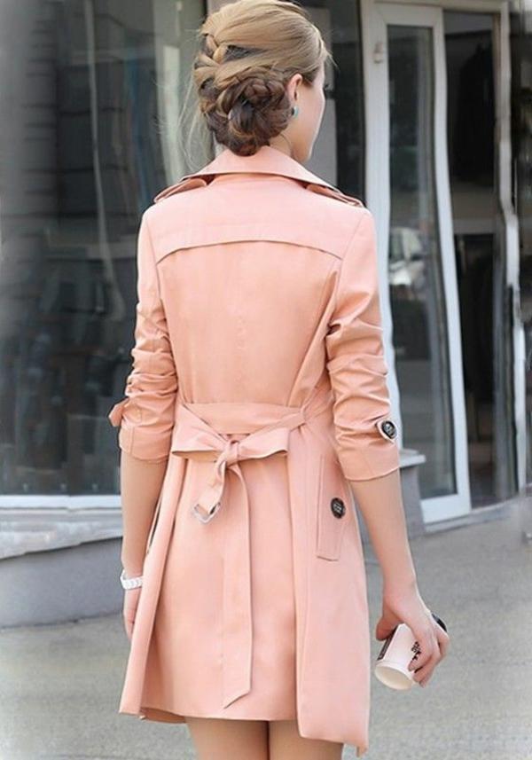 veste-corail-magnifique-et-soulignant-la-taille
