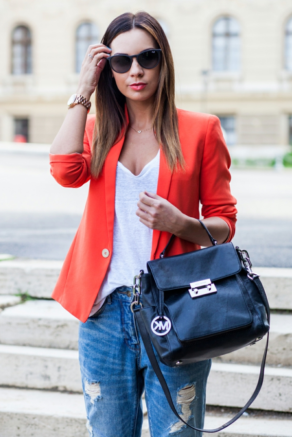 veste-corail-outfit-casual-moderne