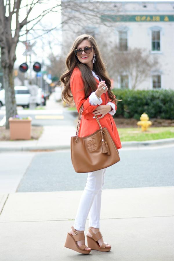 veste-corail-sac-et-chaussures-marronnes