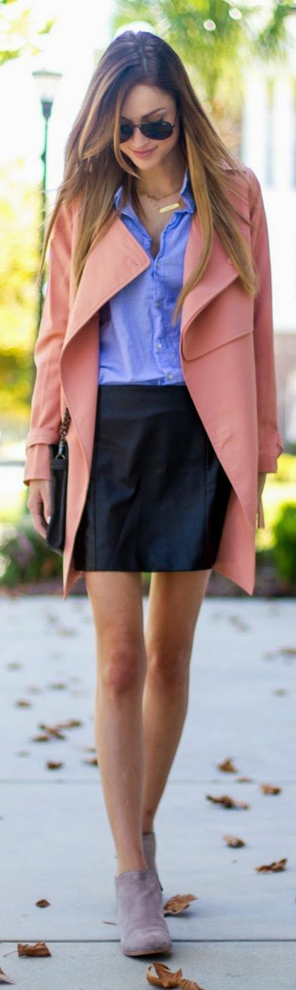 veste-corail-super-élégante-et-une-jupe-mini