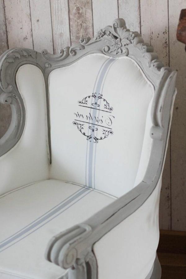 vintage-chaise-en-gris-blanc