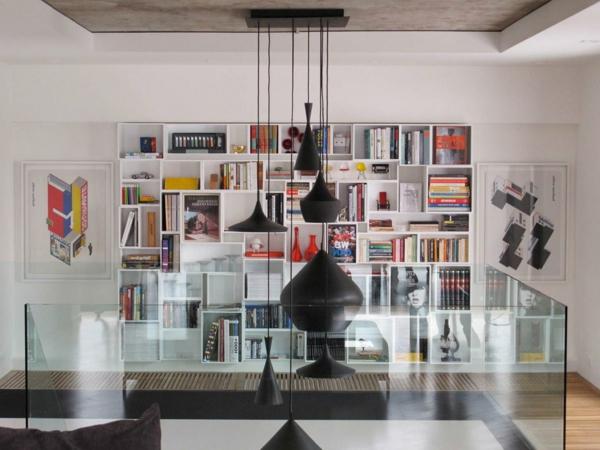 étagères-cubes-murales-lampes-noires-suspendues