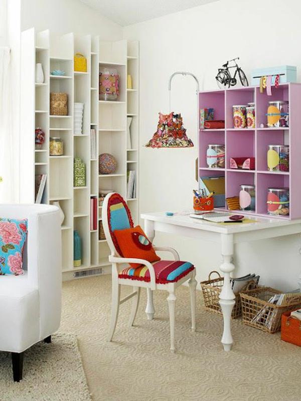 étagères-cubes-une-salle-vintage-colorée