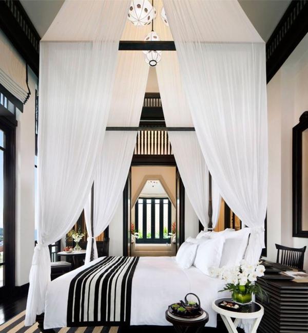 0-ciel-blanc-d-un-lit-moderne
