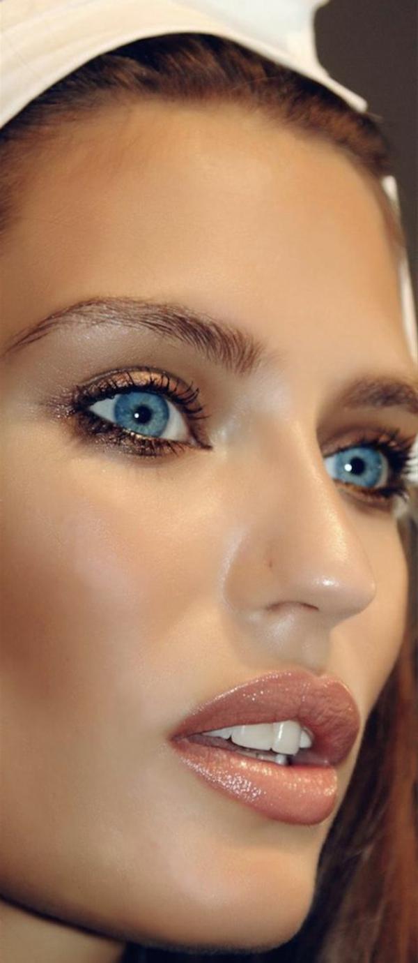0-yeux-bleux-grands
