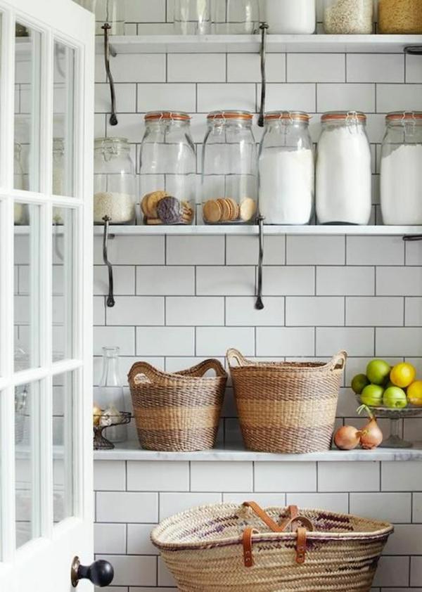 1-étagère-cuisine-poser-du-carrelage-mural
