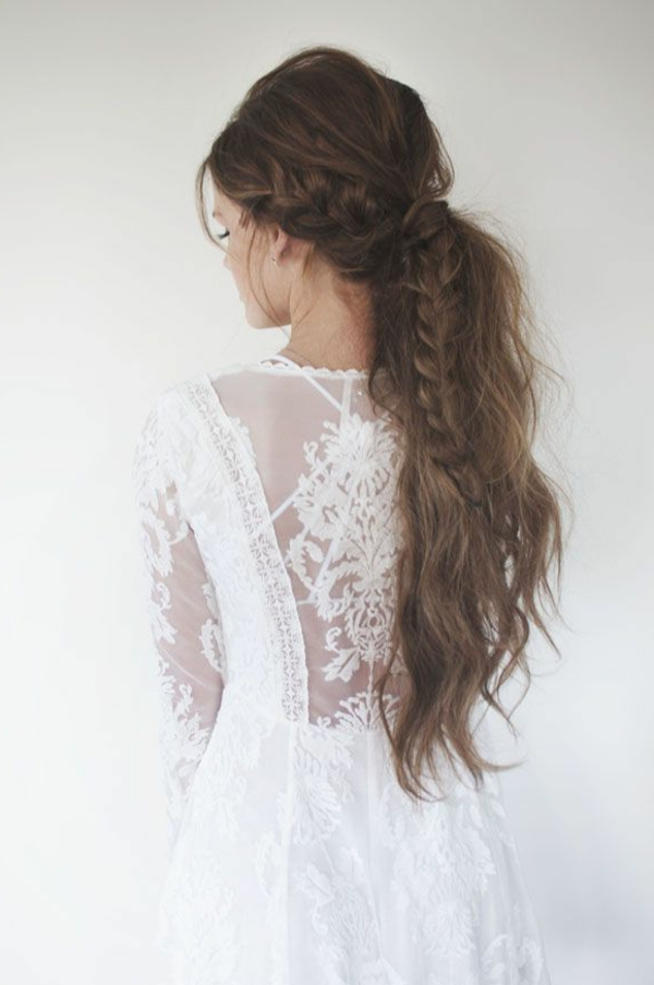 Coiffure-cheveux-longs-belle-couette-tresse-robe-blanche