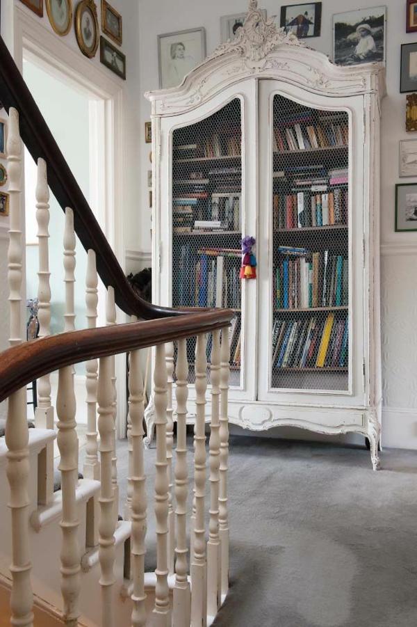 1-armoire-ancienne-en-bois-livres