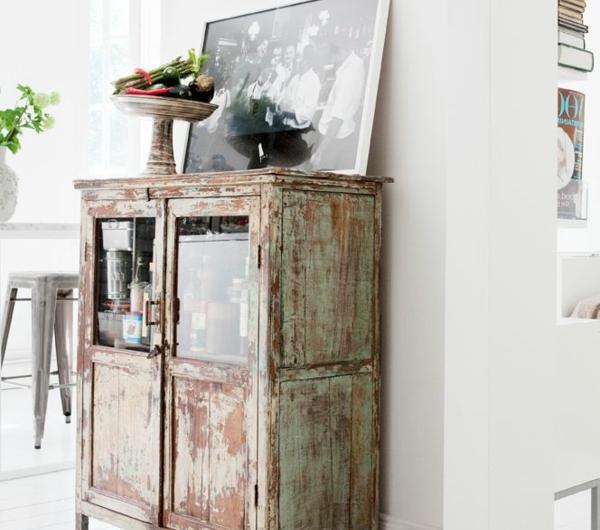 L armoire ancienne pour votre demeure moderne for Armoire sejour