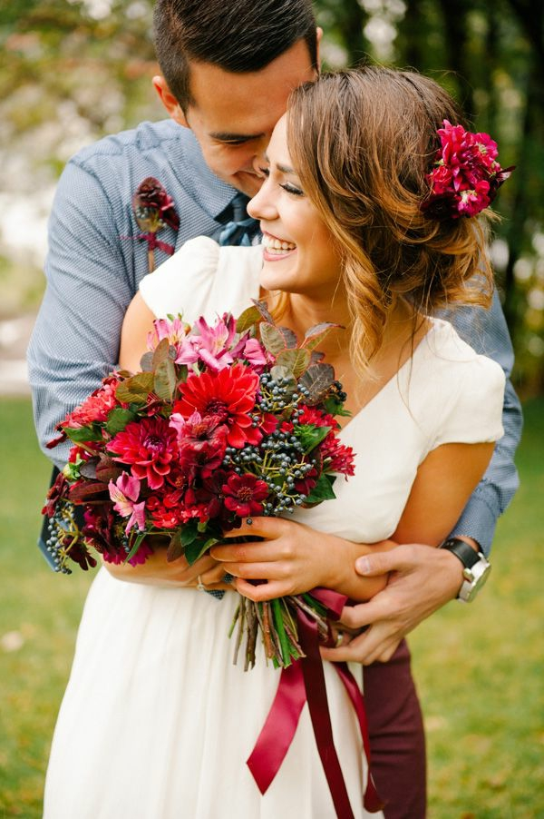 1-bouquet-de-mariée-original-rouge-fleurs