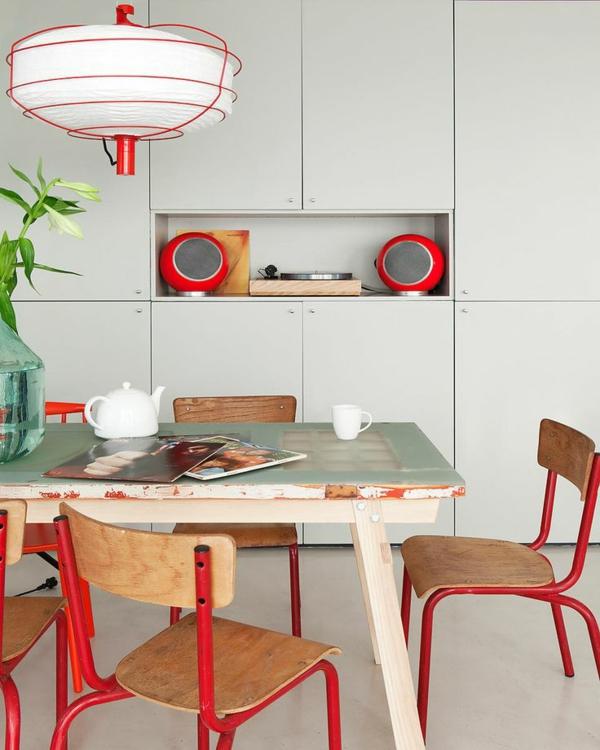 1-chaises-rouges-table-cuisine