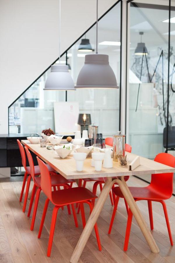 1-chaises-rouges