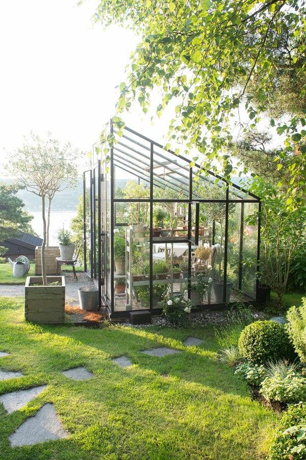 1-comment-aménager-son-jardin-avec-toit-verre