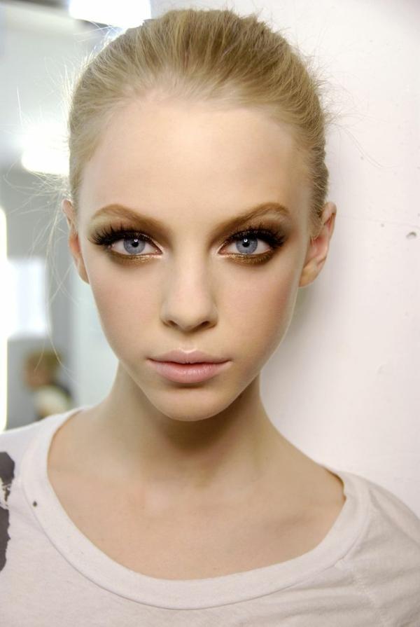 1-comment-faire-maquillage-des-yeux-bleus
