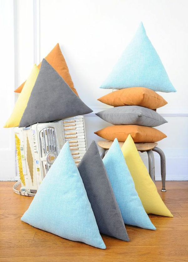 1-coussins-originals-en-forme-triangle