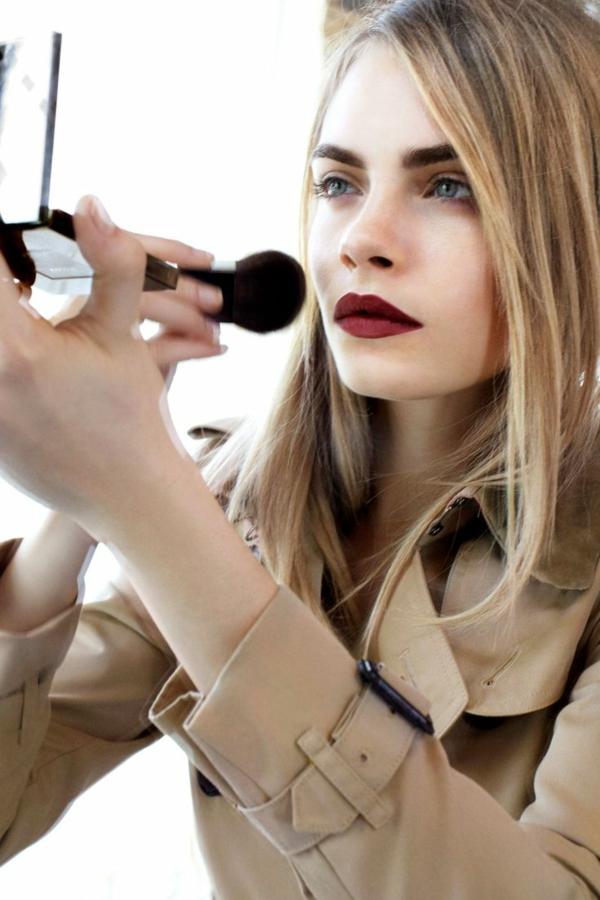 1-maquillage-des-yeux-bleus-blonde