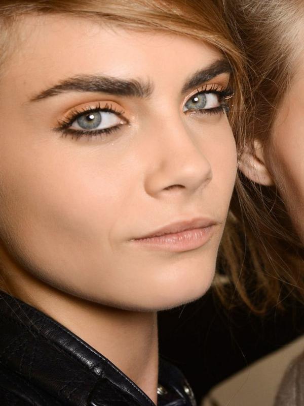 1-maquillage-des-yeux-bleus-modèle